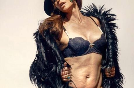 Exceptionel, courageux et  moderne; Cindy Crawford pose en lingerie fine sans retouches photos.