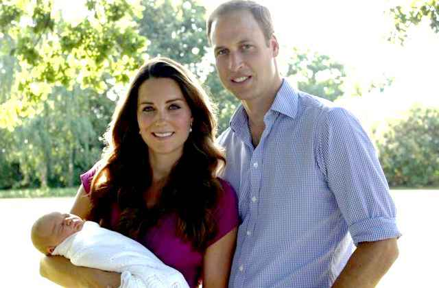 Le prince Georges, Kate sa mère et William son père.
